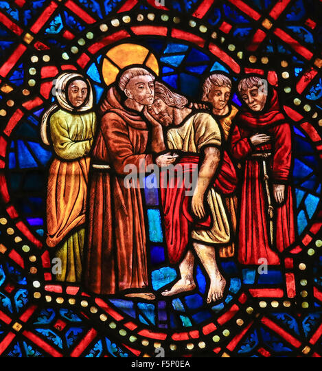 LEON, SPAIN - AUGUST 12, 2014: Stained Glass window depicting a Christian Saint hugging Christ in the Cathedral - Stock Image