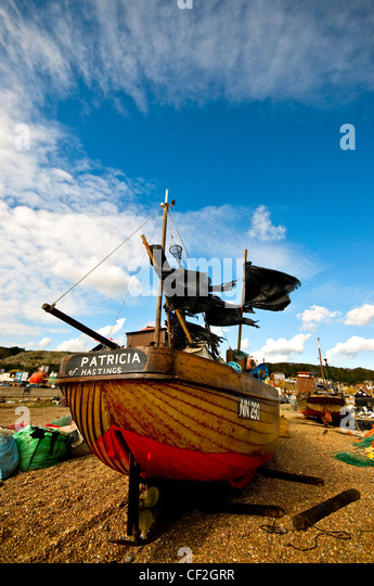 Fishing boat beached on the Stade at Hastings. - Stock Image