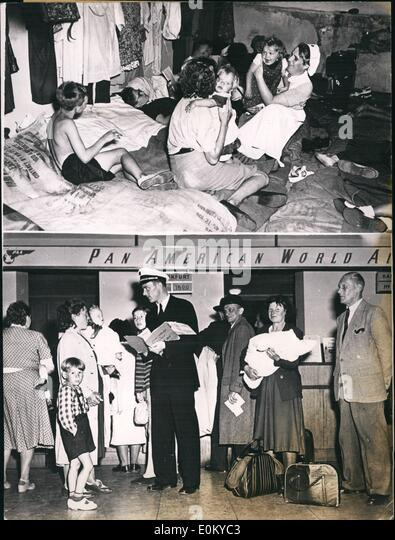 Sep. 09, 1952 - U.S. Airlines help German refugees.: American airlines offer to all German refugees who are in possession - Stock Image
