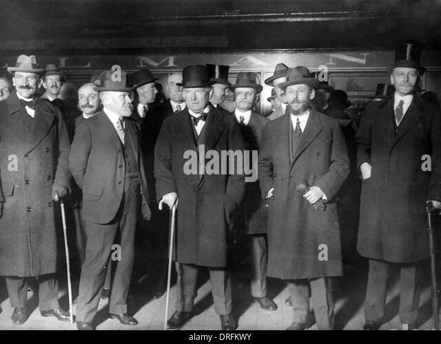 Lloyd George and others on a railway platform - Stock Image