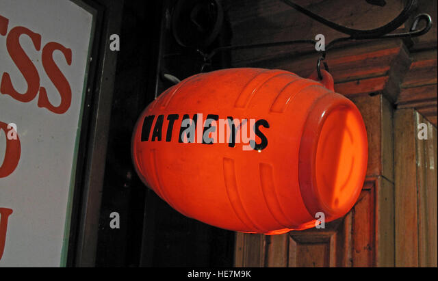Duke Of York Pub,Belfast - Watneys Red barrel sign - Stock Image