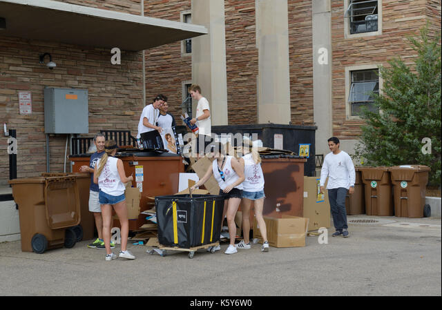 College students recycling on campus, University of Colorado - Stock Image