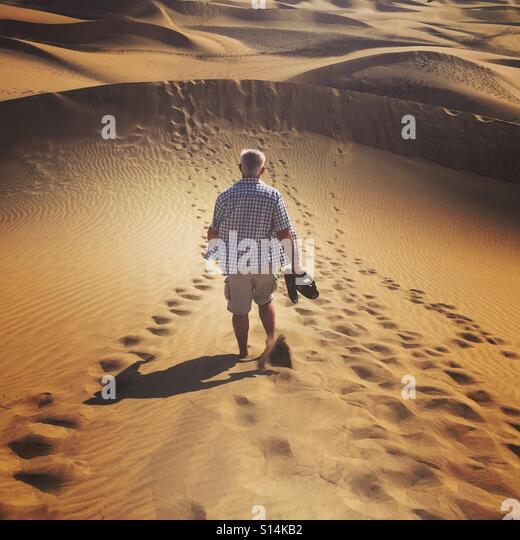 Man running on sand dunes - Stock-Bilder