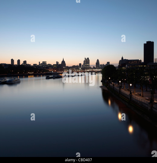 River running through city center - Stock Image