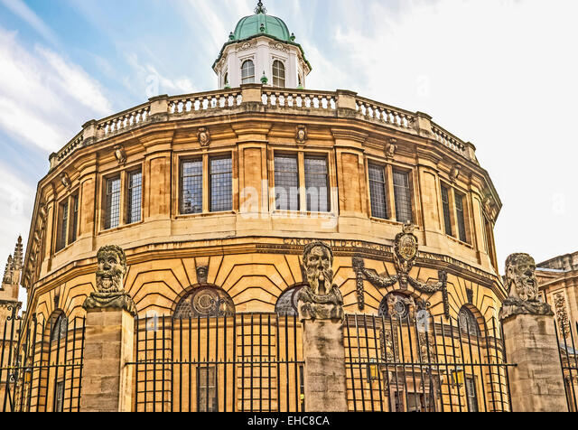 Busts of the Emperor's (or Apostles') Heads outside the Sheldonian Theatre in Oxford - Stock-Bilder