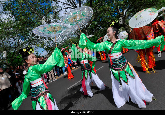 Taenzerinnen, China meets Berlin, Karneval der Kulturen, Kreuzberg, Berlin, Deutschland - Stock-Bilder