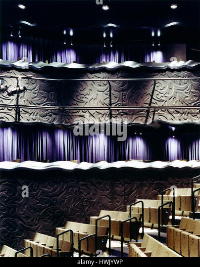 Detail of wall cladding and seating in the theatre. Walker Art Center, Minneapolis, United States. Architect: Herzog - Stock-Bilder