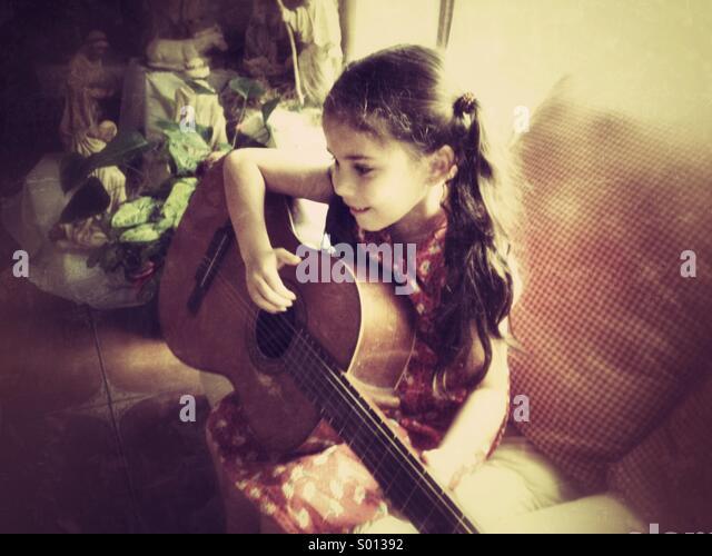 Girl playing guitar - Stock-Bilder