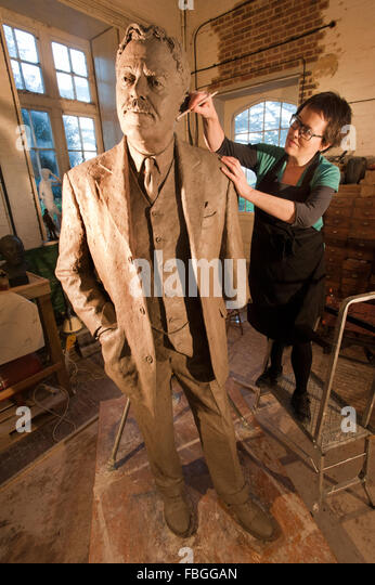 Sculptor Hazel Reeves works on the statue of Sir Nigel Gresley, the designer of the Flying Scotsman, for Kings Cross - Stock Image