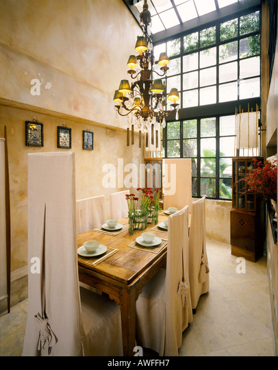 Distressed walls stock photos distressed walls stock for Dining room hong kong