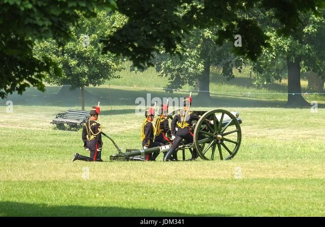 London: 21th June 2017. The Royal Artillary fire a 41 Gun Royal Salute in Green Park.The State Opening of Parliament - Stock Image