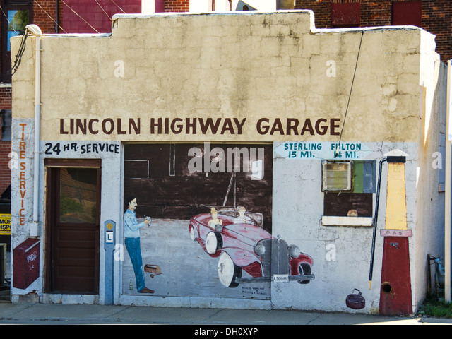 The Lincoln Highway Garage mural on the side of an old garage in Morrison, Illinois, a town along the Lincoln Highway. - Stock Image