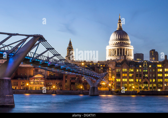 A view from Bankside towards St Paul's cathedral dome. - Stock-Bilder