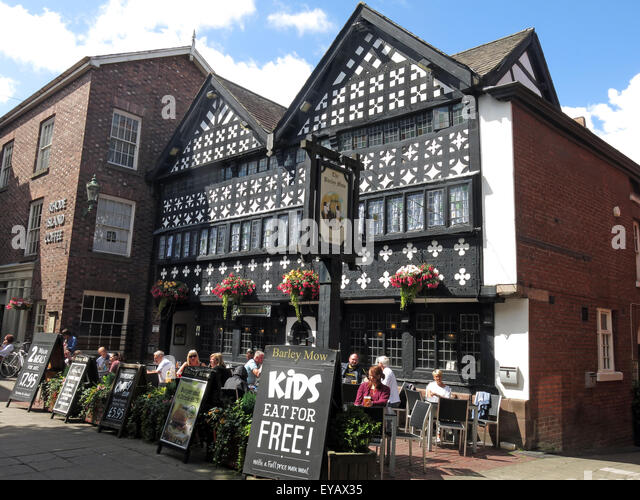 Barley Mow old pub from 1561 Warrington Golden Square, Timber Framed tudor, Cheshire, England, UK - Stock Image