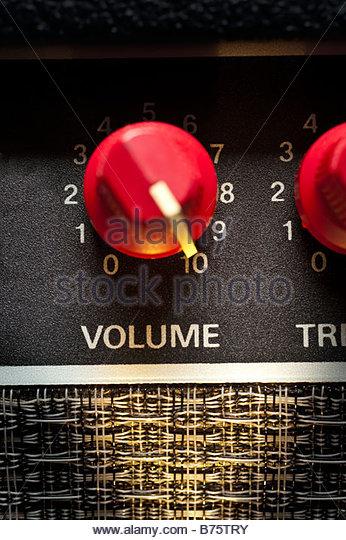 Fender Amp Volume control turned up to level 10 speaker amplifier sound system music live loud - Stock-Bilder