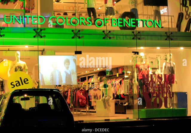 Apparels stock photos apparels stock images alamy for Benetton usa online shop