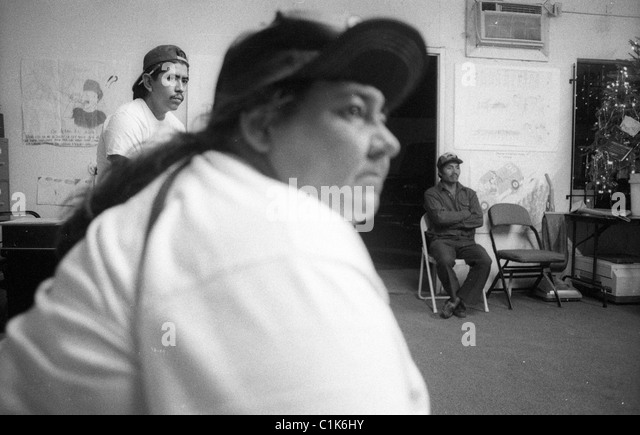 Latino farm workers attend a meeting at the Coalition of Immokalee Workers. - Stock-Bilder