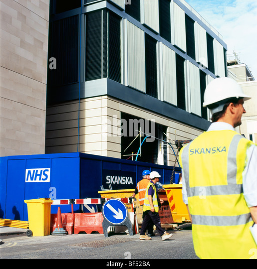 Sanska workers standing on the NHS at S. Barts new hospital construction site near Little Britain in Central London - Stock Image