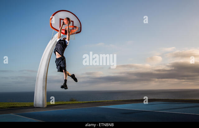 Young man playing basketball in a park, Los Angeles, California, USA - Stock-Bilder