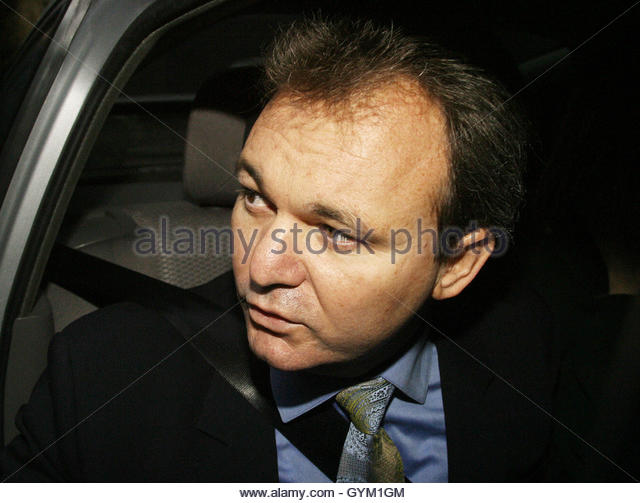 Peter Foster arrives at a television studio to give a live statement in central London, December 16, 2002. [Convicted - Stock Image