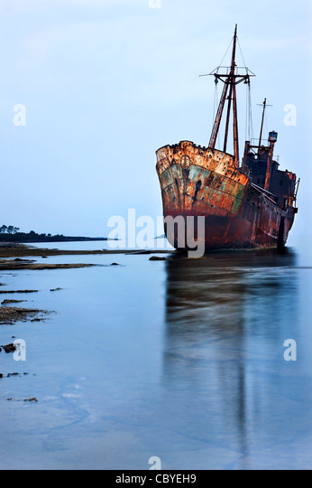 The 'Dimitrios' shipwreck in Glyfada (also known as 'Valtaki') beach, close to Gytheio town, Mani, - Stock-Bilder