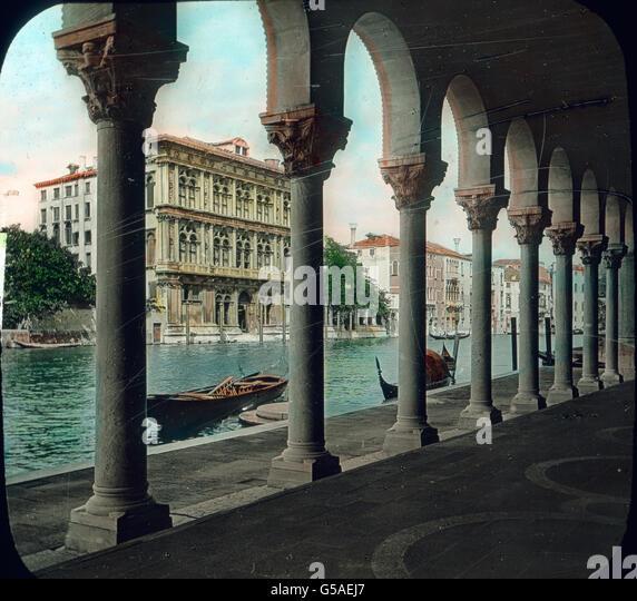Erinnerungsreich für uns Deutsche ist vor allem noch der Palazzo Vendramin, der etwa um 1480 erbaut werden - Stock Image