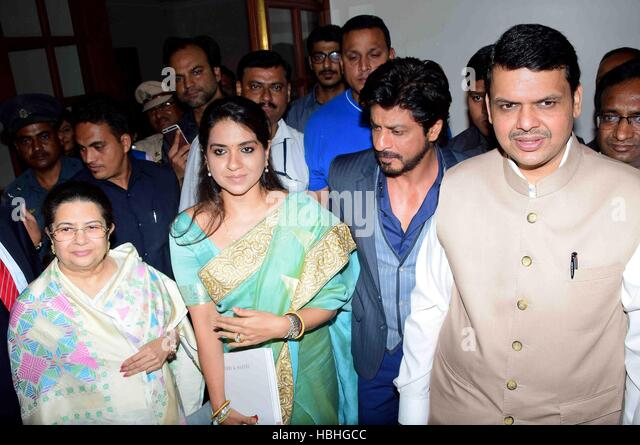 Fashion designer Bhartiya Janta Party Shaina NC Rajashree Birla Shahrukh Khan Devendra Fadnavis during launch Mumbai - Stock-Bilder