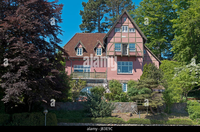 Rooms for rent, small hotel or B&B in a spectacular villa in Snekkersten on the coastal road from Elsinore to - Stock Image