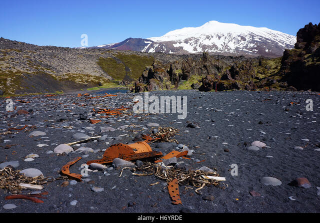 Beach with wreckage of trawler Epine at Djupalonssandur with Snaefellsyökul volcano, Snaefells National Park, - Stock Image