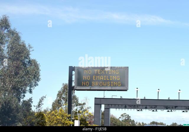 No texting, no emailing, no browsing reminder on Melbourne Freeway - Stock-Bilder