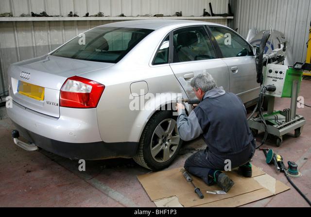 Audi car garage stock photos audi car garage stock for Credit auto garage audi