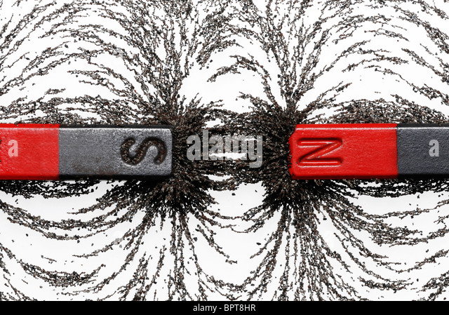 Bar magnets with iron filings showing magnetic attraction between opposite poles - Stock-Bilder