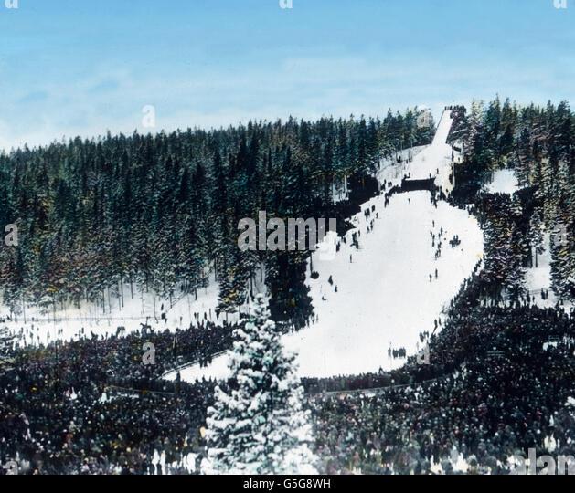 Sprungschanze am Holmenkollen. Ski jump at the Holmenkollen. wintersports, sports, jumoing, wood, forest, mountain, - Stock Image