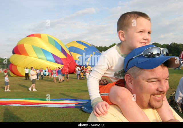 Alabama Decatur Alabama Jubilee Hot Air Balloon Classic father son on shoulders - Stock Image