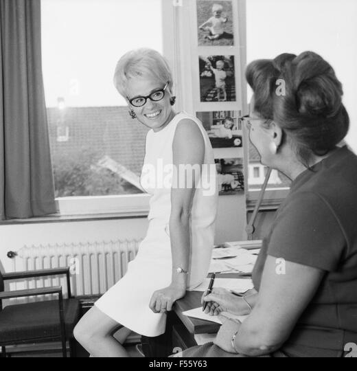 Wibke bruhns stock photos wibke bruhns stock images alamy - Wohnzimmer funkuhr ...