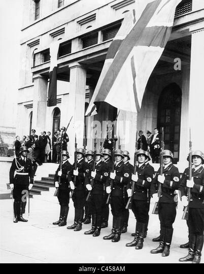 'Body Guard Regiment Adolf Hitler' in front of the Brown House in Munich, 1938 - Stock Image