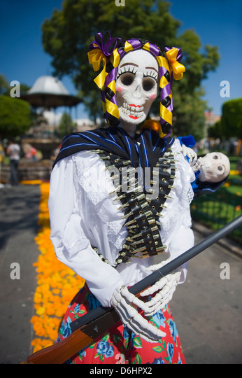 day of the dead and north Day of the dead (día de los muertos) is a mexican holiday in which families remember and honor their deceased loved ones.