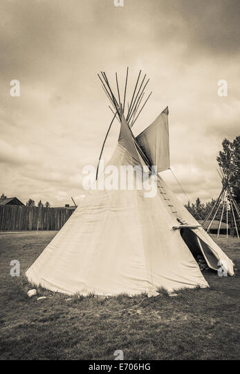 A tepee (tipi, teepee) is a Plains Indian home. It is made of buffalo hide fastened around very long wooden poles, - Stock-Bilder