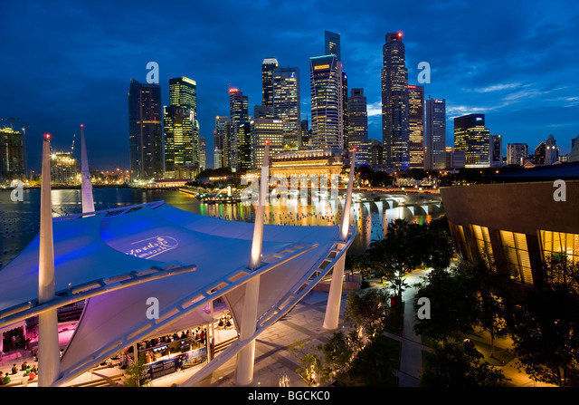 City view at dusk from the roof top promenade of Esplanade Theatres on the Bay, Singapore. - Stock Image