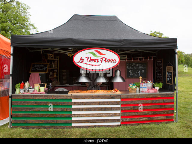 MAPLEDURHAM, UK - MAY 1, 2017: La Vera Pizza stall at the Mapledurham food festival, Bank Holiday Monday - Stock Image