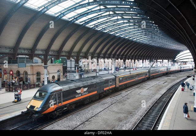 An Intercity 125 high speed train at York Station - Stock-Bilder