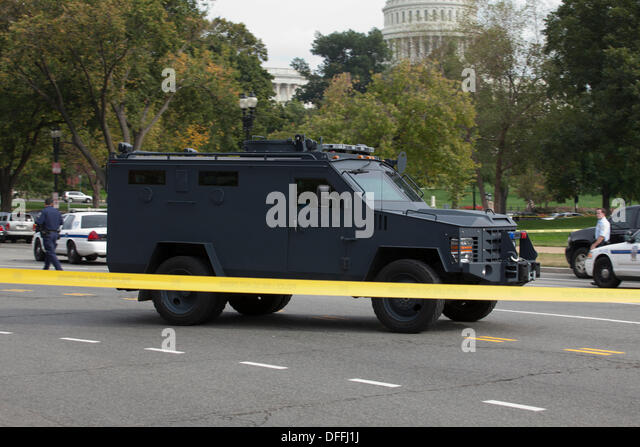 ... Capitol Police chase a woman who tried to ram security - Stock Image