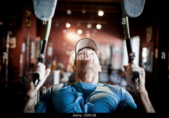 Mountain Athlete Training - Working out at the gym. - Stock-Bilder