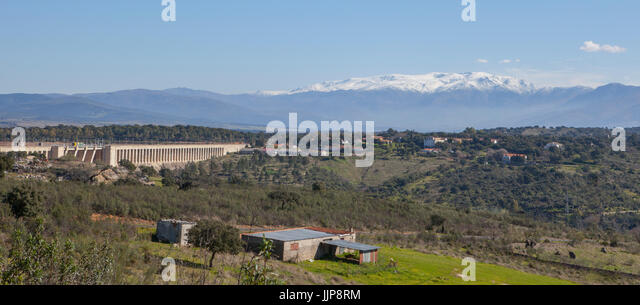 Gabriel y Galan reservoir, Caceres, Spain. Gredos snowy mountains at bottom - Stock Image