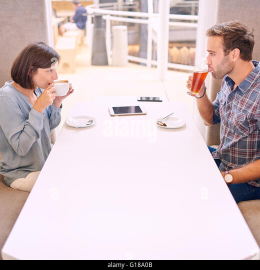couples first meeting after dating online Online dating is one of the best ways 7 biggest mistakes men make when meeting an going into a first meeting focusing on the outcome is a big mistake so.