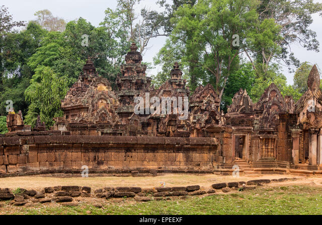 Ring-wall in front of the central Prasat, Khmer Hindu temple Banteay Srei, Siem Reap Province, Cambodia - Stock Image