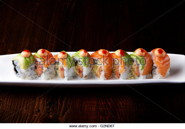 Hurricane roll, Spicy tuna, tempura flakes topped with avocado, dotted with Sriracha sauce - Stock Image