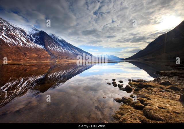 Winter reflections on Loch Etive, Lower Glen Etive, Argyll - Stock-Bilder