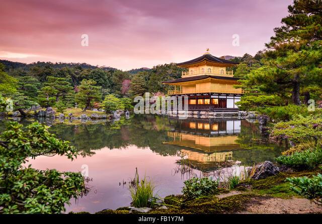 kyoto-japan-at-the-golden-pavilion-at-du