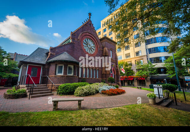 St. Peter's Episcopal Church, in Uptown Charlotte, North Carolina. - Stock Image